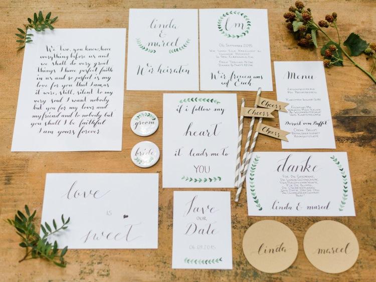 Lettering auf verschiedenen Hochzeitspapeterie Artikeln