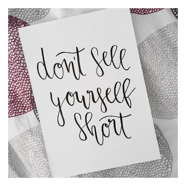 handlettering in schwarz - don't sell yourself short