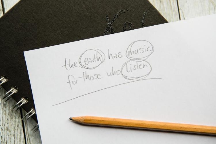 Zitat lettern - wichtige Wörter vom Spruch definieren für ein Layout