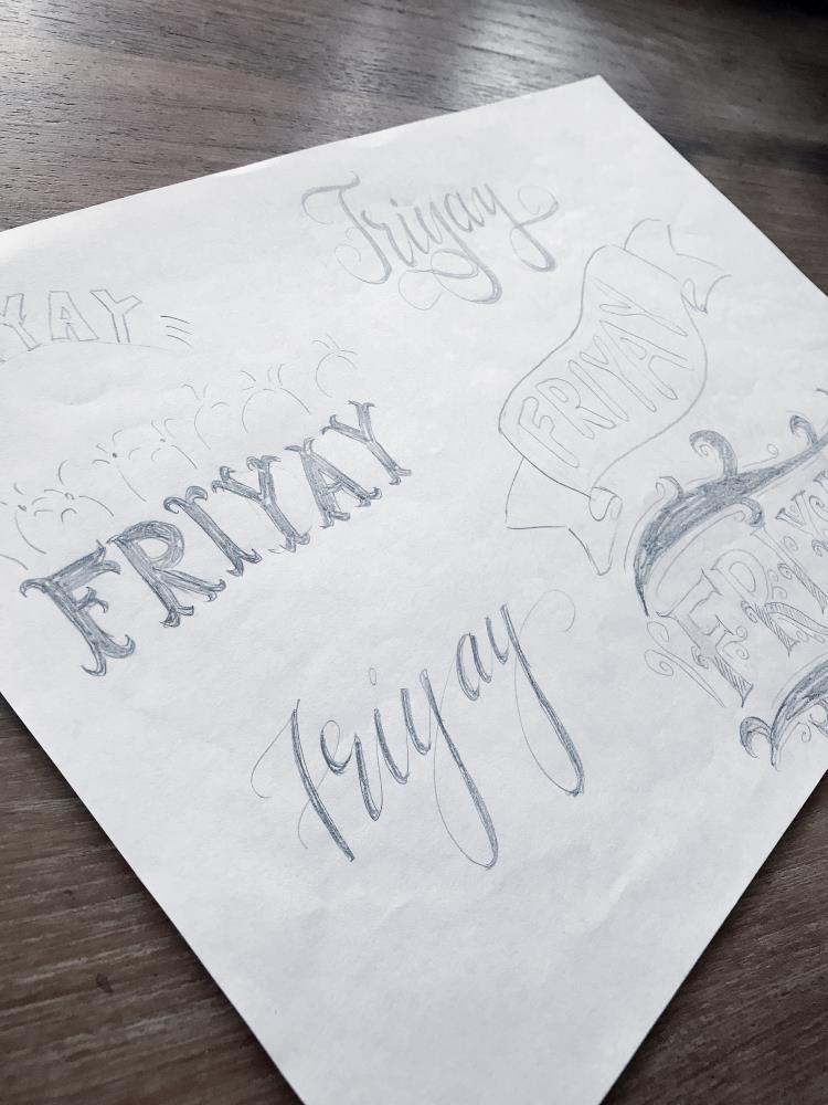 verschiedene Skizzen fürs Wort Friyay lettern