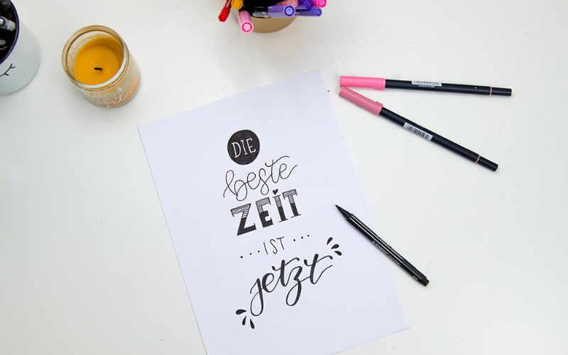 Die beste Zeit ist jetzt - Handlettering mit einer einfachen Anleitung zu einem schönen Spruch gestalten