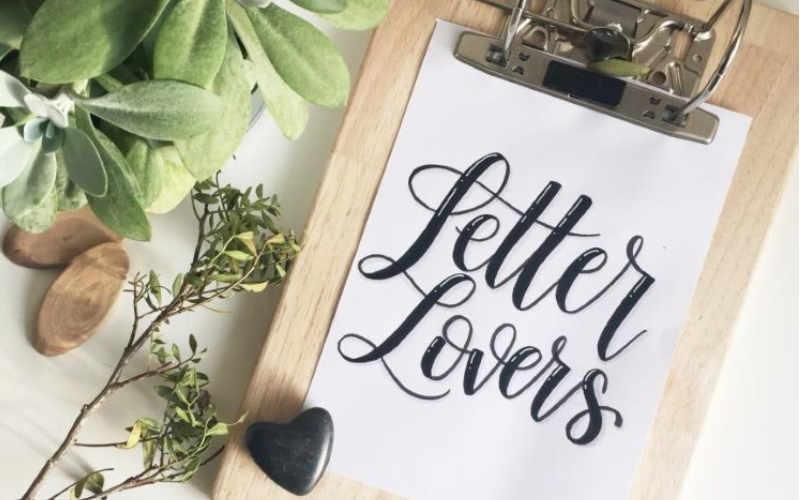 DIY Klemmbrett aus einem Aktenordner - so präsentierst du deine Letterings jederzeit wunderbar