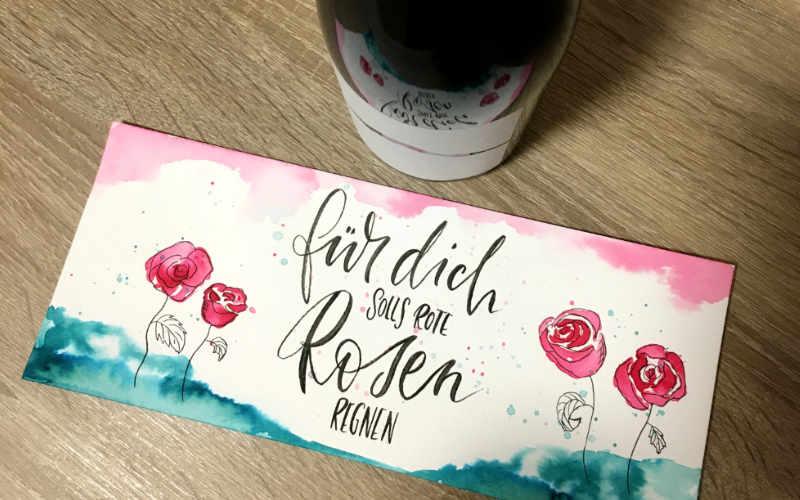 Für dich solls rote Rosen regnen - eine Weinbanderole mit Lettering und Aquarell gestalten für ein persönliches Geschenk