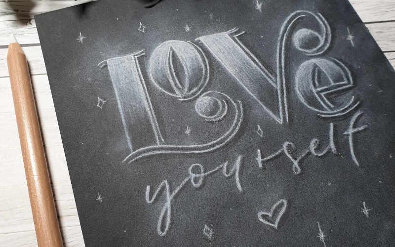 Love yourself - Kreidelettering auf Papier Titelbild