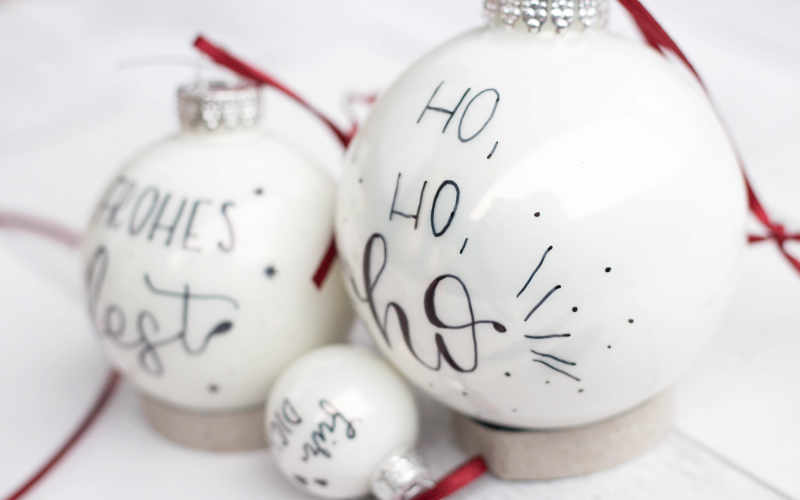 tolle Weihnachtsdeko - Weihnachtskugeln individuell belettern