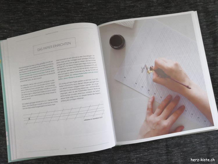 Blick ins Buch Moderne Kalligrafie von A bis Z - das Papier einrichten