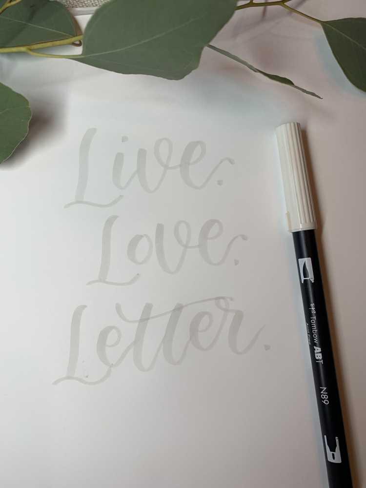 live love letter - brushlettering in hellem grau vorgeschrieben