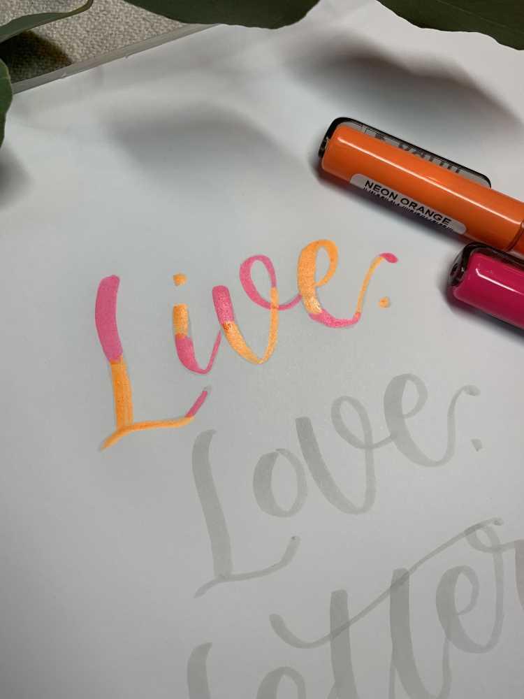 Schritt für Schritt Anleitung für ein Blending mit Neonfarben - live love letter mit Brushlettering