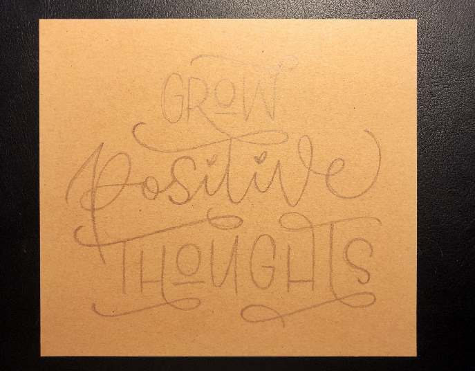 Skizze von einem Lettering auf Kraftpapier: Grow positive thoughts