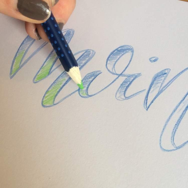 Faux Calligraphy Lettering ausmalen mit aquarellierbaren Buntstiften