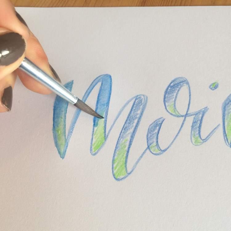 Handlettering verblenden mit aquarellierbaren Buntstiften