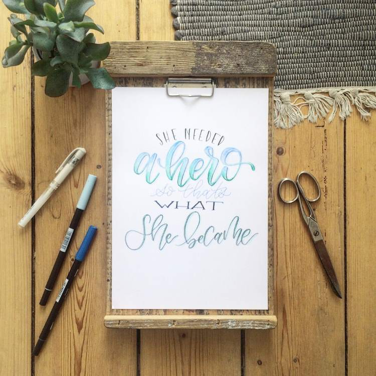 Handlettering Spruch: she needed a hero so thats what she became