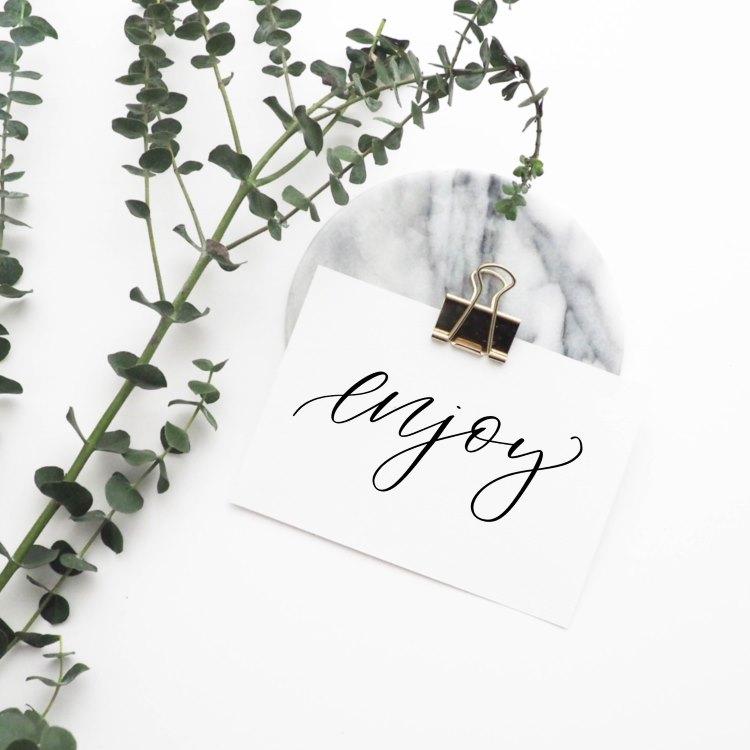 enjoy - simples Lettering