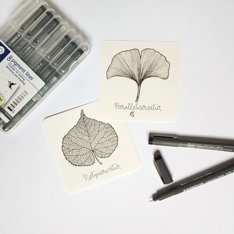Blätter mit Fineliner gemalt