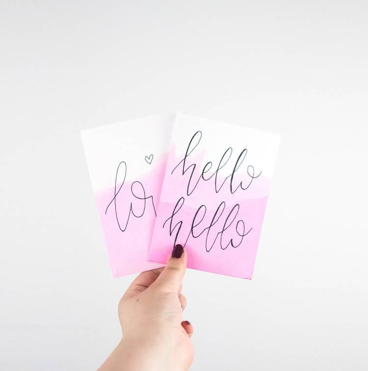 Handlettering Karte mit rosa Hintergrund: hello hello