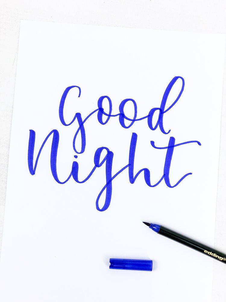good night - blaues Lettering als Vorbereitung für einen Sternchen Effekt