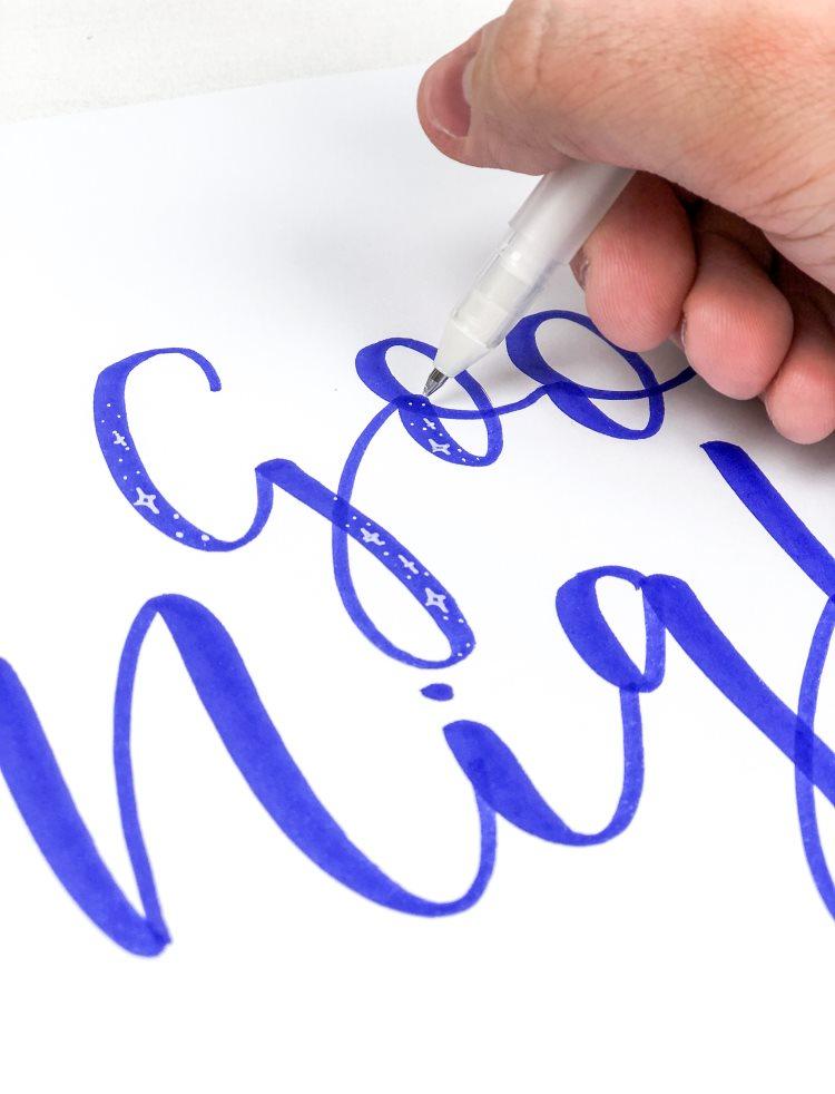Detailaufnahme - Sternchen auf Lettering hinzufügen