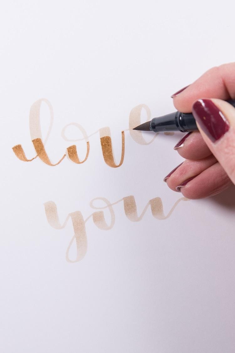 Schritt 1 für ein Blending im Lettering: zweite Farbe auftragen