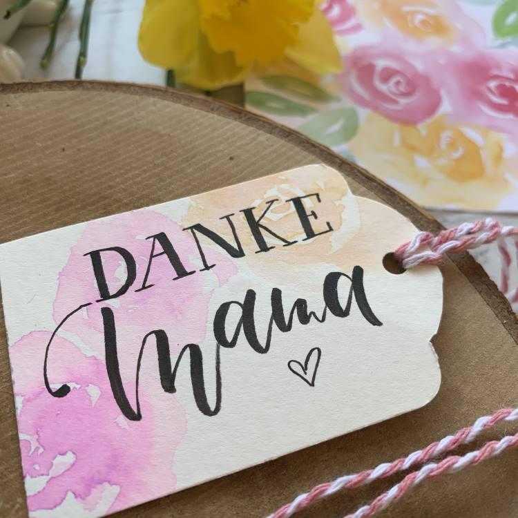 Danke Mama - Geschenkanhänger mit Handlettering und Watercolor Rosen