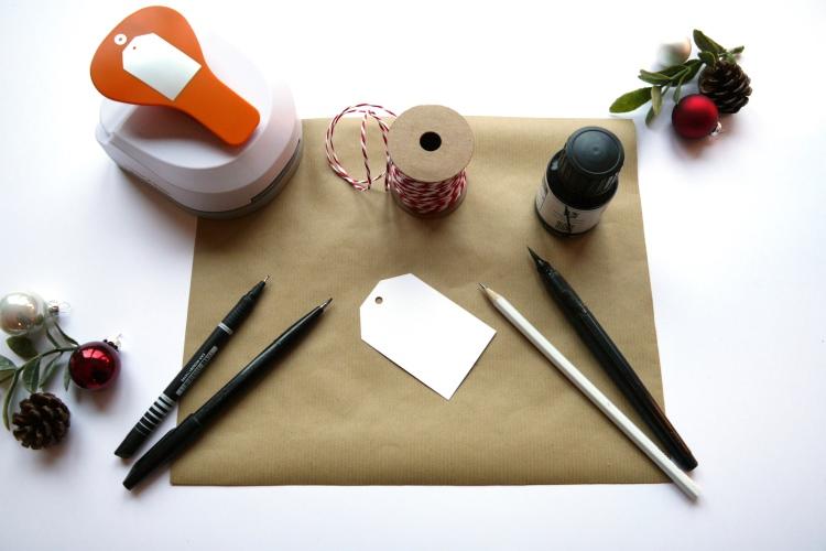 Material um ein Geschenk hübsch zu verpacken