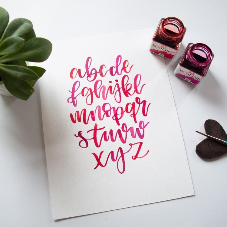 farbiges Alphabet mit Brushlettering