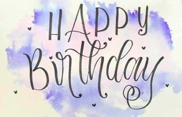 Happy Birthday - so einfach kannst du eine Geburtstagskarte mit Lettering und einem Aquarellhintergrund gestalten
