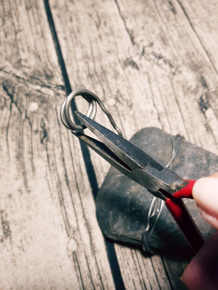 Draht biegen für einen DIY Lettering Halter