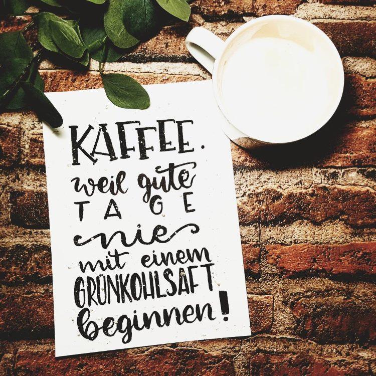 schwarzes Handlettering - Kaffee. weil gute Tage nie mit einem Grünkohlsaft beginnen