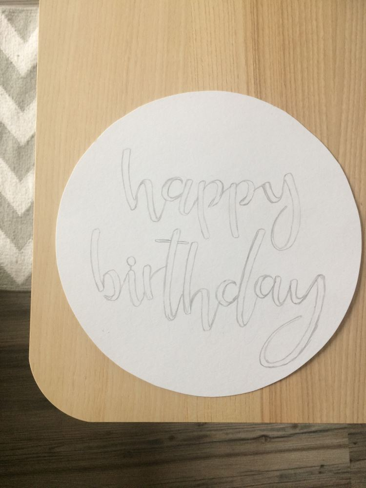 Kuchenvorlage mit Handlettering - so einfach gestaltest du ein persönliches Lettering auf einem Kuchen