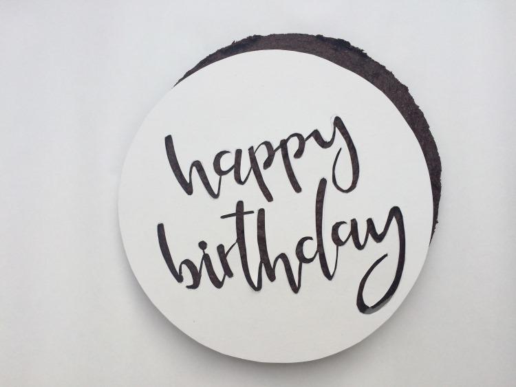 Happy birthday - Vorlage mit Lettering für einen personalisierten Geburtstagskuchen