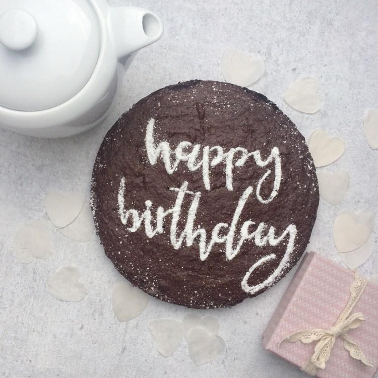 Happy Birthday - personalisierter Kuchen zum Geburtstag mit Handlettering
