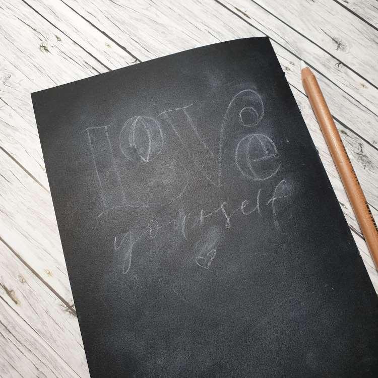 Love yourself - einfache Vorzeichnung um ein Kreide Lettering auf Papier zu gestalten