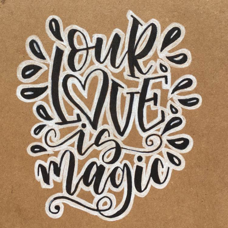 effektvolles schwarz weiss Lettering: our love is magic