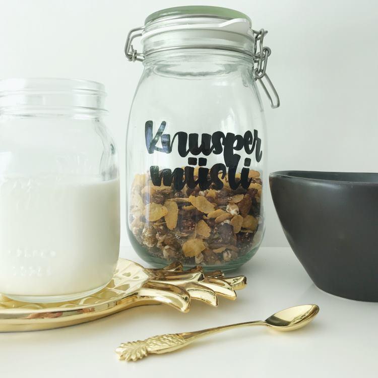 Knuspermüsli selbermachen und das Glas mit Handlettering beschriften - einzigartige Geschenkidee