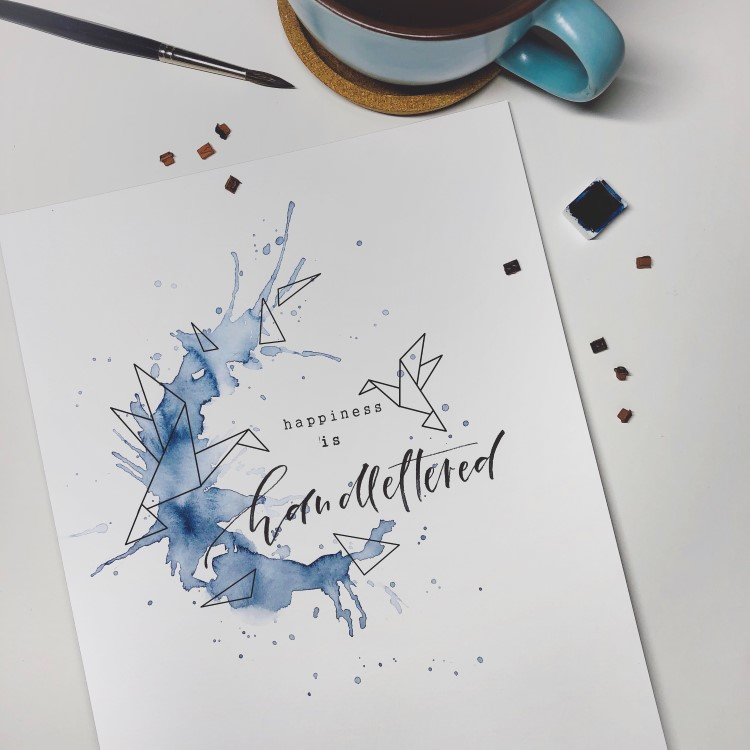 Lettering mit Aquarellspritzer: happiness is handlettered