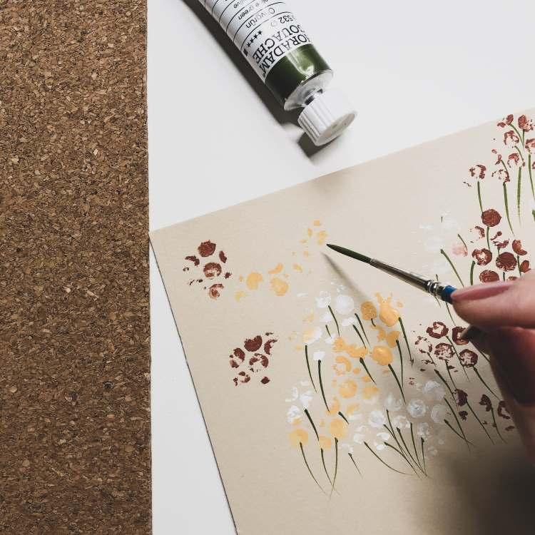 Blumenwiese dank einer Noppenfolie ganz einfach gestalten
