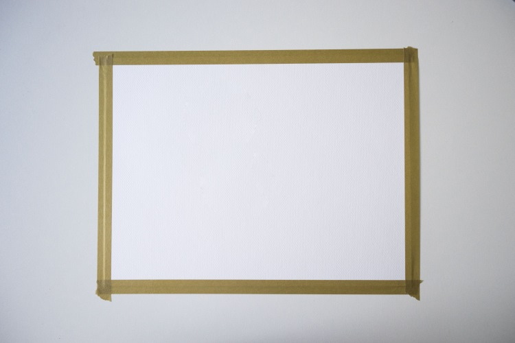 blatt Papier mit Washitape abgeklebt für einen Rahmen