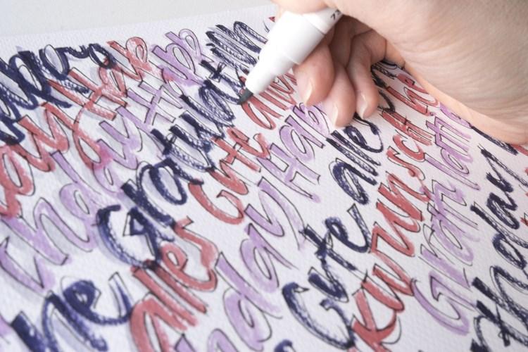 Nahaufnahme Lettering mit einem Brushpen