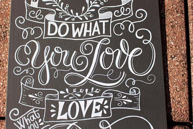 Do what you love - Chalk Lettering auf Leinwand