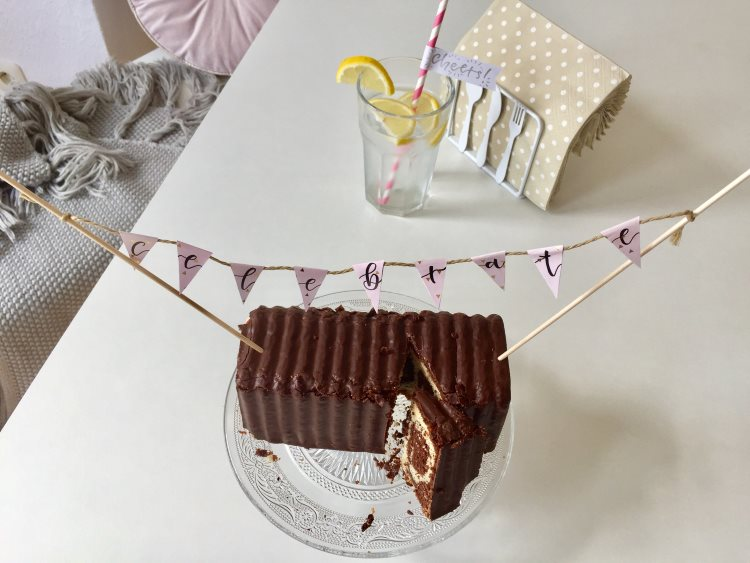 Wimpelkette mit Handlettering für einen Geburtstagskuchen