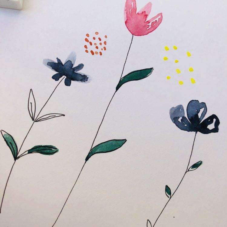 einfache Aquarellblumen gemalt - inklusive Punkten als weitere Blumen