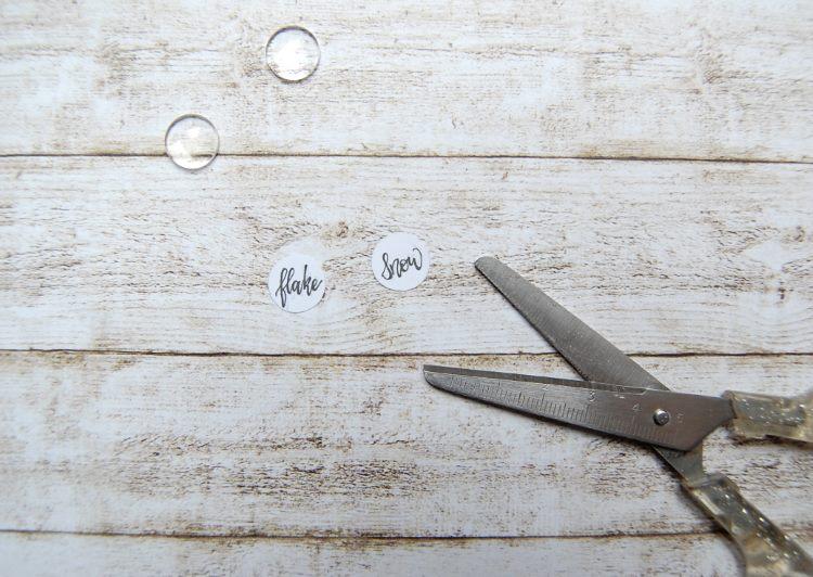 kleine Letterings in Kreisen für selbstgemachte Ohrringe