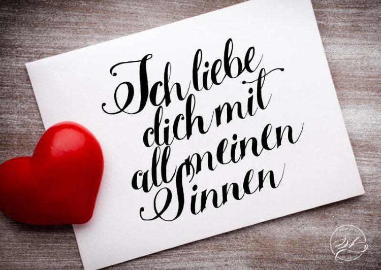 Handlettering in schwarz mit einem Herz: ich liebe dich mit all meinen Sinnen
