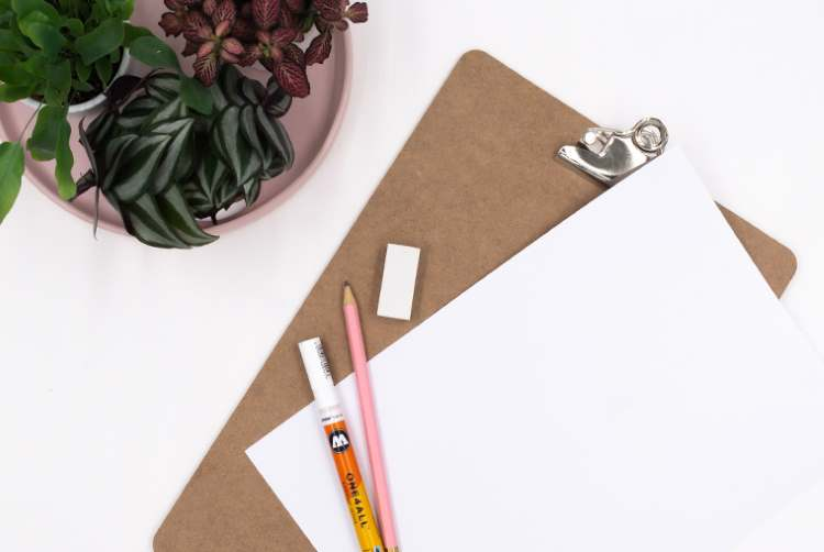 Material für ein Lettering auf einem Klemmbrett