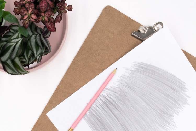 Papier schraffieren mit Bleistift um danach den Spruch zu übertragen
