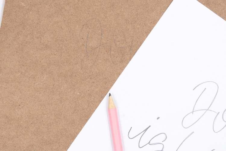 Klemmbrett beschriften - Vorlage von Papier übertragen