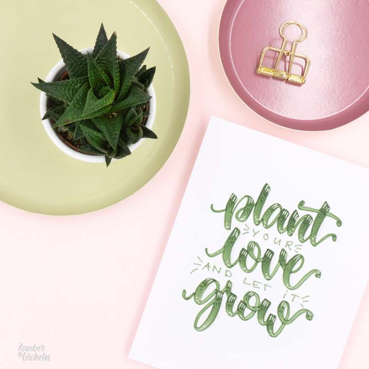 Handlettering Spruch in grün: plant your love and let it grow