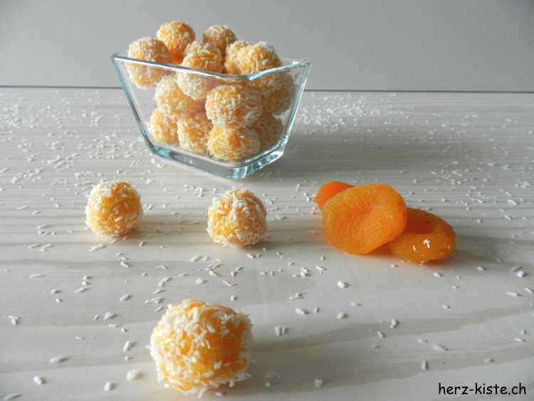 Geschenk aus der Küche - selbstgemachte Aprikosen Kokos Pralinen