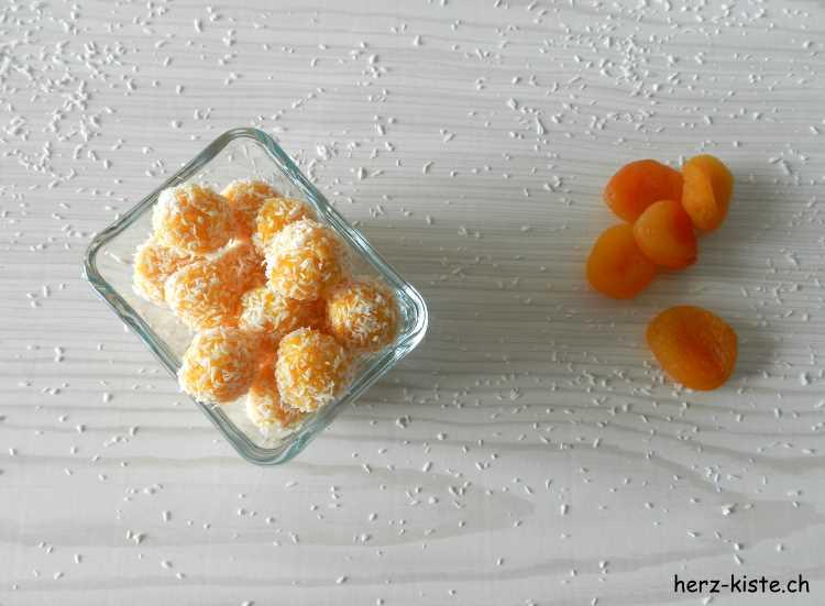 gesunder Snack für zwischendurch: Aprikosen Kokos Pralinen