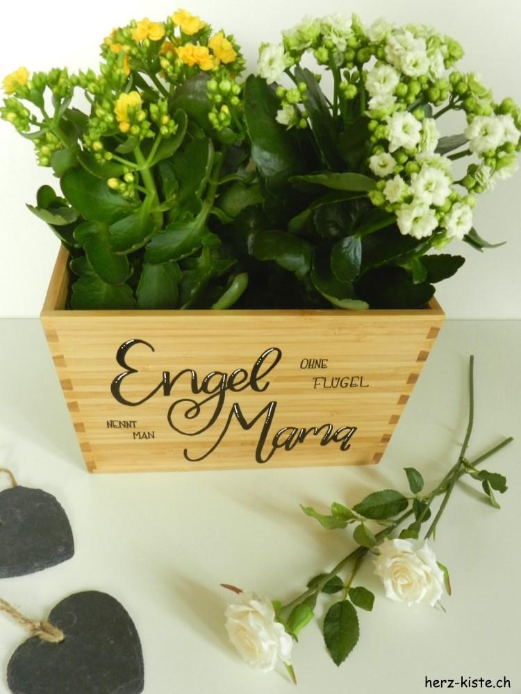 Blumentopf mit Handlettering zum Muttertag: Engel ohne Flügel nennt man Mama